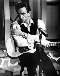 Johnny Cash The Man in Black also understood the elegance of a crisp white shirt, bold cuff links, a sharp watch, and the power of pomade. Johnny Cash June Carter, Johnny Y June, Country Artists, Country Singers, Country Music, Western Artists, Outlaw Country, American Country, Arkansas