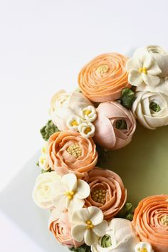 Cake Trends: Blooming Buttercream Update Your Buttercream: Discover Blooming Floral Designs & Must-Know Tips Korean Buttercream Flower, Buttercream Flower Cake, Buttercream Flowers Tutorial, Pretty Cakes, Beautiful Cakes, Mini Cakes, Cupcake Cakes, Cupcakes Flores, Gateaux Cake