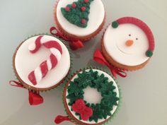 Encante sua família e amigos com lindos Cupcakes personalizados para o Natal. Sua ceia será um sucesso. RECHEIOS: Doce de leite Brigadeiro branco Brigadeiro Baba de moça Beijinho.