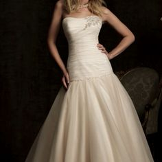 Allure 8914: this dress is goooorgeous in ivory or white!
