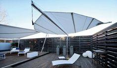 voile d'ombrage rétractable pour la terrasse en bois par Aaltascreens