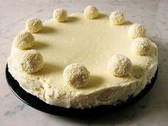 Fehércsoki torta - Végre sikerült egy igazán fehér csokis torta receptet találnom az interneten. Örültem, mert már több hete ez volt az esti program. Szülinapi tortát...
