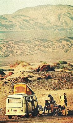 Campers at Wildrose Canyon in Death Valley National Geographic - January 1970 Woodstock, Vw Camping, Glamping, Bus Camper, Volkswagen Bus, Vw T1, Voyager C'est Vivre, Carros Vw, Kombi Home