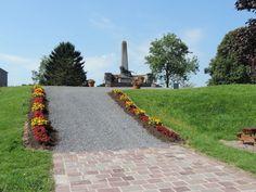 Vers le monument aux morts, à Rocroi