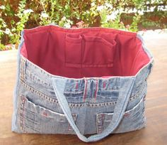 Tre olika väskor har sett dagens ljus i helgen. Jean Crafts, Denim Crafts, Jean Purses, Denim Handbags, Diy Jeans, Denim Purse, Leather Label, Recycled Denim, Cotton Bag