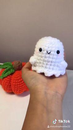 Diy Crochet Projects, Cute Diy Projects, Fun Diy Crafts, Crochet Crafts, Yarn Crafts, Crochet Toys, Crochet Patterns Amigurumi, Arts And Crafts, Crochet Bee