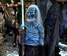 Game of Thrones White Walker Halloween Standing Decoration Game Of Thrones Halloween, Moldable Plastic, Halloween Projects, Halloween Prop, Halloween Costumes, Diy Dog Bed, Black Acrylic Paint, Black Shadow, Christmas Gnome