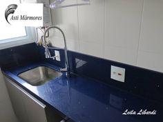 Lavanderia em Quartzo Stone Azul Estrelar. Design de Interiores Leila Libardi. #astimarmores #saopaulo #sp #marmoraria #quartzostone #quartzoestrelar #azul #blue #lavanderia #laundry #leilalibardi #designdeinteriores