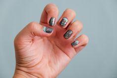 Grau mit Glitzernagelkunst - Famous Last Words Nail Art Diy, Diy Nails, Famous Last Words, Blog, Beauty, Board, Kunst, Cosmetology