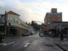 Downtown Astoria - Elliot Hotel and Liberty Theater
