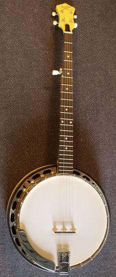 Recording King Banjo Starlight Sunbeam RKS-06-YE 5-snarige bluegrass banjo met Remo banjovel  Recording King RKS-06 Sunbeam: traditionele banjoRecording King heeft de banjo een heel nieuw uiterlijk gegeven. Zij pakken het met de Starlight-serie helemaal anders aan. Deze resonator-banjo's kregen een unieke kleur zodat u als niet-traditionele of beginnende banjospeler iets speciaals in handen krijgt dat leuk is om te bespelen én te hebben. Qua constructie is deze banjo een traditionele…