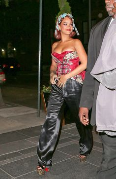 Met gala 2015 performance outfit