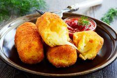 Recipe – Potato croquettes stuffed with mozzarella – Rated / 5 by internet users Croquettes Mozzarella, Potato Croquettes, Potato Recipes, Meat Recipes, Spicy Green Beans, Sweet Potato Tots, Cheese Bombs, Plat Simple, Empanadas