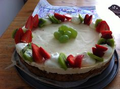 Jäädytetty valkosuklaa kakku marenki pohjalla
