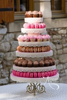 weddings - Time is such an essential aspect when making wedding event plans Of course, you would not want your wedding be fast done or hurried Since the wedding event cake belongs of the wedding plan, it is very important to dedicate a proper time in ord Fall Wedding Cakes, Wedding Cakes With Cupcakes, Wedding Desserts, Cupcake Cakes, Wedding Decorations, Macaron Cake, Cake Table, Dessert Table, Bon Dessert