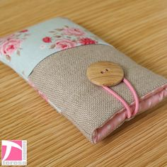 Padded iPhone 4 sleeve / iPod case / cell phone protector