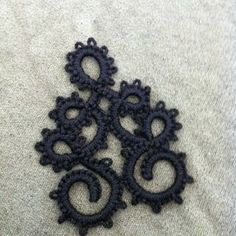 Needle Tatting and other Nonsense: Curly - plus links to other needle tatting instructions and videos from Totusmel.