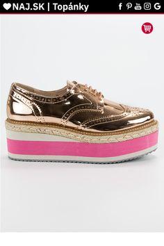 Zlaté topánky na platforme Corina Bugatti, Sperrys, Timberland, Boat Shoes, Vans, Platform, Fashion, Moda, Fashion Styles