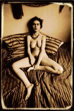 frida kahlo... hiding her scars?