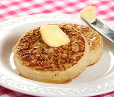 Authentic Traditional English Crumpets When I moved to England where I lived for 7 years, there were a number of quintessential British dishes I was eager to try. Crumpets was one of them. We had no sooner settled into Crepes, How To Make Crumpets, English Crumpets, Homemade Crumpets, Brunch, Cooking Time, Bread Recipes, Cloud Bread, Pancake