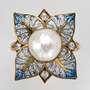 Georges Fouquet 《Plique-à-Jour Enamel Ring》 c.1900 Pearl, diamond, enamel, gold The National Museum of Western Art Hashimoto Collection Photo: Norihiro Ueno