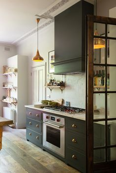 another brilliant beauty from devol, meet the Islington Townhouse Kitchen with its Classic English cupboards and ornate crown molding. Family Kitchen, Home Decor Kitchen, New Kitchen, Kitchen Dining, Kitchen Ideas, Kitchen Trends, Design Kitchen, Sunroom Kitchen, Kitchen Lamps