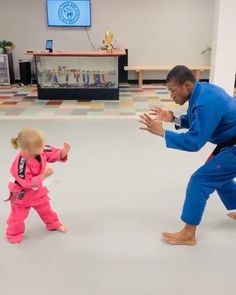 Adorable Judo Student Takes Down Instructor In Viral Video. Funny Videos For Kids, Cute Baby Videos, Funny Short Videos, Funny Baby Memes, Funny Video Memes, Cute Funny Babies, Funny Cute, Ju Jitsu, Cute Stories