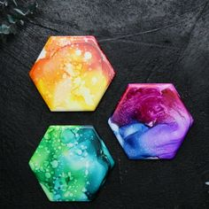 Rainbow Alcohol Art - Diy and Crafts Resin Crafts, Resin Art, Fun Crafts, Diy And Crafts, Crafts For Kids, Tile Crafts, Art Projects For Adults, Sharpie Crafts, Creative Crafts