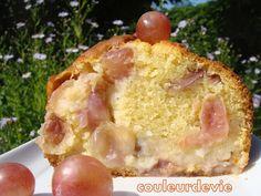 Cake moelleux aux raisins frais | Couleurdevie Cake Aux Raisins, Un Cake, Hawaiian Pizza, Snacks, Desserts, Food, Pies, Snacks Ideas, Tailgate Desserts
