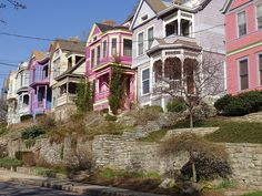 tusculum in cincinnati. { I thought the houses in Cincinnati were neat. how they made small levels but taller houses with more levels. Painted Lady House, Painted Houses, Cincinnati Neighborhoods, Cincinnati Baseball, Small Town America, Ohio River, My Kind Of Town, Water Tower, Woman Painting