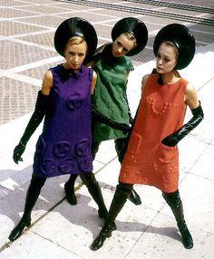 写真:コスモコールルック(1968年)=ピエール・カルダン社提供