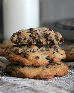 My Favorite Chocolate Chip Cookie recipe makes the BEST Chocolate Chip Cookies ever! I've included all the tips and tricks to make the best cookies! Cookie Desserts, Just Desserts, Cookie Recipes, Delicious Desserts, Dessert Recipes, Yummy Food, Cookie Cups, Cookie Dough, Perfect Chocolate Chip Cookies