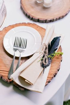 rustic wood and feather wedding table settings