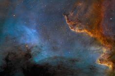 """De acordo com observações feitas pelo Telescópio Espacial Hubble, 80% da luz do universo está desaparecida. Os astrônomos estão completamente perplexos. """"Nós ainda não sabemos ao certo o que isso significa, mas pelo menos uma coisa que pensávamos que sabíamos sobre o universo não é verdade"""", diz um dos autores do novo estudo, David Weinberg, da Universidade Estadual de Ohio (EUA)."""