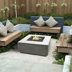 The 5 Main Types of Fire Pits You Need to Know Before Purchasing - Cozy Home 101 Fire Pit Backyard, Backyard Patio, Backyard Landscaping, Outdoor Gas Fire Pit, Concrete Backyard, Garden Fire Pit, Backyard Seating, Outdoor Patios, Gardens
