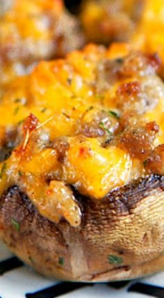 Sausage and Cheese Stuffed Mushrooms {Football Friday} - Plain Chicken Appetizer Dips, Appetizers For Party, Appetizer Recipes, Pizza Roll Up, Cheese Stuffed Mushrooms, Party Food And Drinks, Mushroom Recipes, Vegetable Dishes, Main Meals