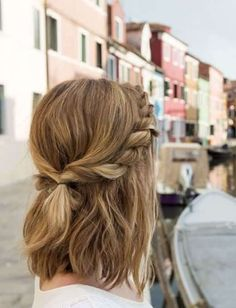 10 Super-Trendy Easy Hairstyles for School Trendy Messy Twisted Half-Updo for Medium Hair - School Hairstyles Second Day Hairstyles, Easy Hairstyles For School, Down Hairstyles, Trendy Hairstyles, Blonde Hairstyles, Short Hair Hairstyles Easy, Beautiful Hairstyles, School Hairdos, Summer Hairstyles For Medium Hair
