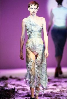 alexander mcqueen: fall1995 highland rape - His design is never outdated.