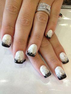 Nail art silver nails, black nails, silver glitter, black and white nail ar Silver Nails, Black Nails, White Nails, Silver Glitter, Fancy Nails, Love Nails, Pretty Nails, Classy Nails, Black And White Nail Art