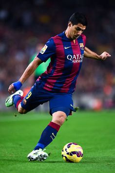 Luis Suarez of FC Barcelona runs with the ball during the La Liga match between FC Barcelona and Celta de Vigo at Camp Nou on November 1, 2014 in Barcelona, Catalonia.