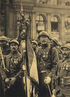 Drapeau du régiment d'infanterie coloniale de l'armée Française.