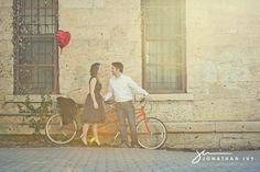 vintage tandem bike and balloon Vintage Engagement Photos, Engagement Pictures, Engagement Shoots, Couple Photography, Engagement Photography, Engagement Balloons, Wedding Pics, Boho Wedding, Bike Photo