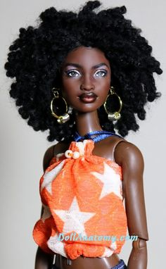 """Makeda - OOAK Mbili Barbie repaint {reminds me of actress Sara Martins--Camille Borday from """"Death in Paradise""""} African Dolls, African American Dolls, Afro, Original Barbie Doll, Diva Dolls, Pelo Natural, Beautiful Barbie Dolls, Poppy Parker, My Black Is Beautiful"""