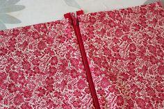 DIY pas à pas : jolie pochette en tissu Pochette Diy, Diy Clothes Videos, Bag Patterns To Sew, Diy Hacks, Simple, Embroidery, Sewing, Dimensions, Blog