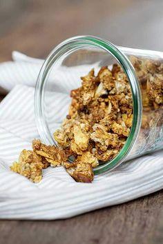 Knuspriges Müsli selber machen Other Recipes, Sweet Recipes, Vegan Recipes, Breakfast Cereal, Time To Eat, Homemade Soup, Muesli, Diy Food, Food Inspiration