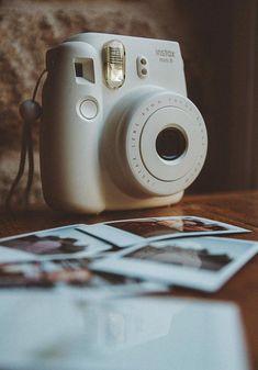 Camera Polaroid - Photography Tips You Can Rely On Today Instax Mini Album, Fujifilm Instax Mini, Polaroid Camera Pictures, Polaroids, Polaroid Camera Instax, Camara Fujifilm, Presets Lightroom, Cool Pictures For Wallpaper, Photography Camera