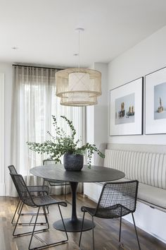 Dining Room Furniture and Decor: Ideas and Inspiration Dining Nook, Dining Decor, Dining Room Design, Dining Room Furniture, Style At Home, Dining Room Inspiration, Interiores Design, Sweet Home, Room Decor