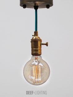 Onze static DEEF. Een complete set om aan het plafond te hangen. Kies de mooiste vintage Edison gloeilamp, een moderne of vintage fitting en je favoriete snoerkleur. Wij gaan aan de slag, en jouw unieke DEEF is geboren. Kijk op http://www.deeflighting.com