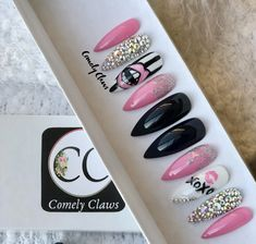 The Perfect Manicure that's applied in Seconds. Custom Press On Nails Pink Black Nails, Burgundy Nails, Silver Nails, Green Nails, Nail Black, Stick On Nails, Glue On Nails, Uñas Fashion, Long Nail Designs