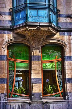 Art Nouveau in Belgium. Brussels has over 200 examples of Art Nouveau buildings, many of which are open to the public at certain times of the year. The movement flourished in Belgium from 1893 until the First World War. (V)